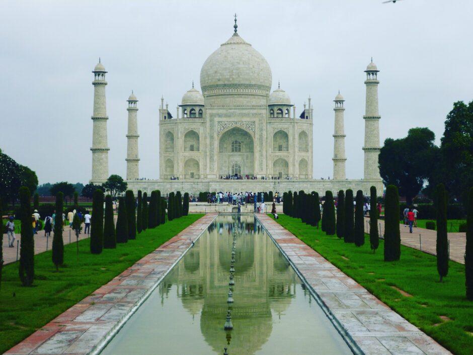 世界一美しい墓と言われるタージ・マハル