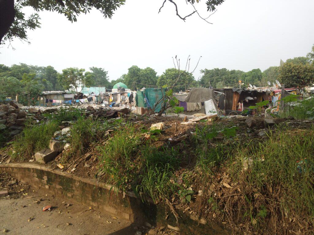 フマユーン廟近くのスラム。これ以上のところが至る所にありました。