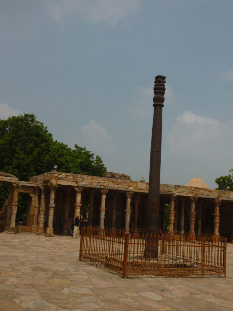 3~4世紀に建てられた。未だに錆び朽ちていない。