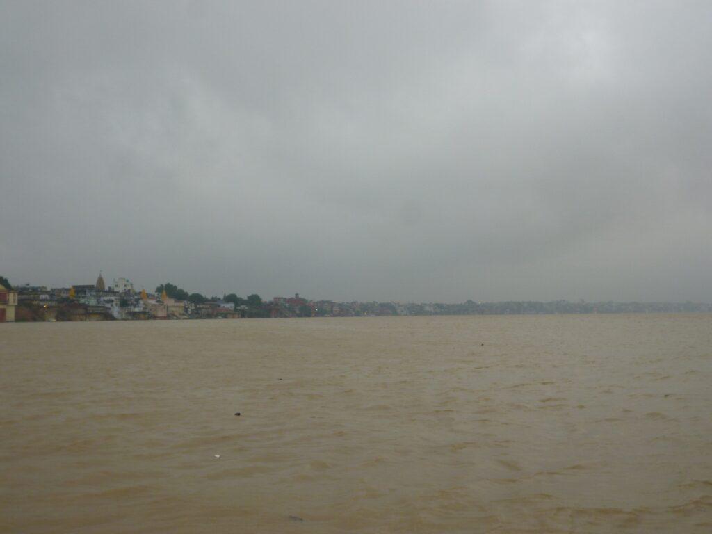 バラナシのガンジス川沿いには80数カ所のガートがある