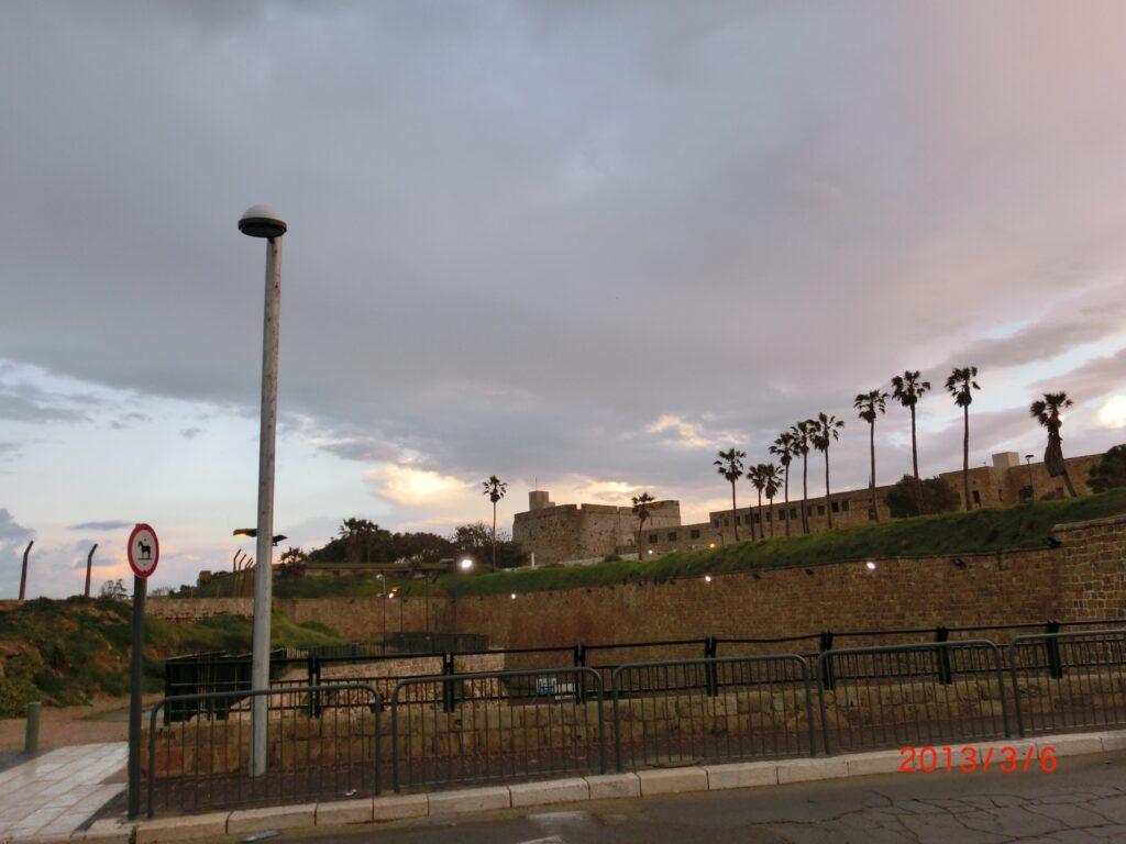 アッコー旧市街を取り囲む城塞。