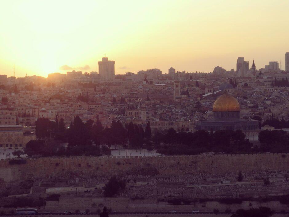 オリーブ山から見たエルサレム旧市街の夕景は非常に綺麗です。