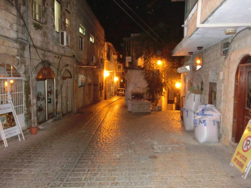 夜のツファット旧市街。
