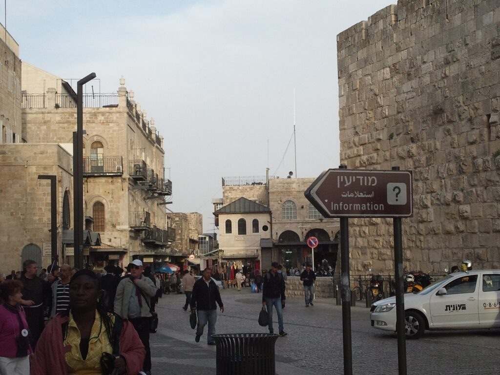 ヤッフォ門から覗いたエルサレム旧市街地