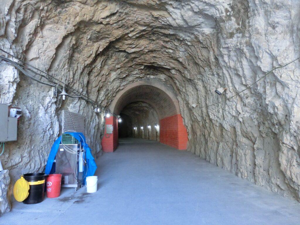 ローシュ・ハニクラ鉄道トンネル