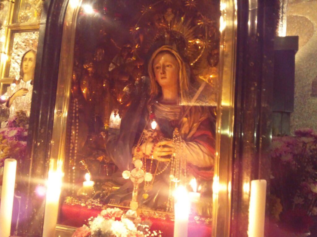 第12留すぐ側にある聖母マリアの祭壇。ここで聖母マリアがイエスの亡骸受け取ったとされる