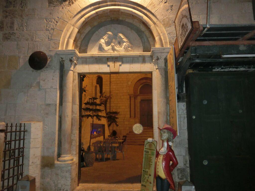 マリアが十字架を背負ったイエスを見ていた場所。