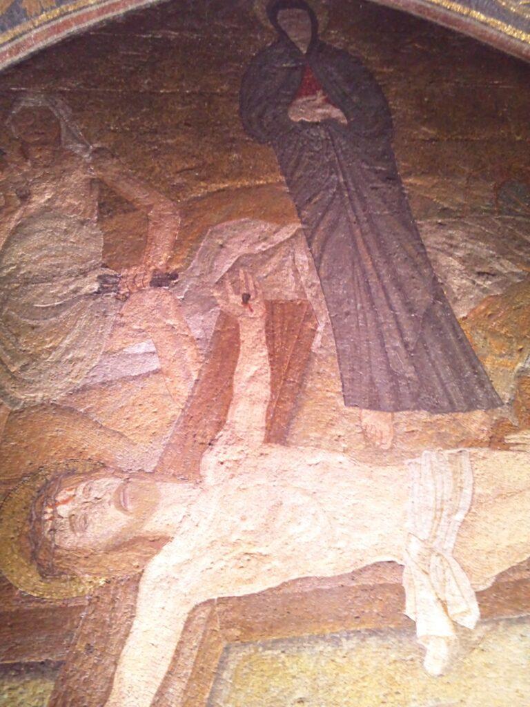 第11留にある壁面。イエスが十字架に釘づけにされた様子の壁画。