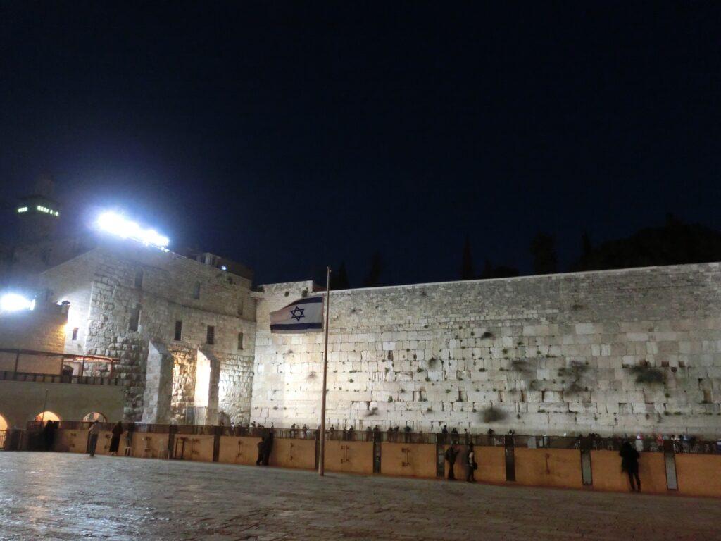 ユダヤ教の聖地「嘆きの壁」。かつてのエルサレム神殿の城壁の名残。
