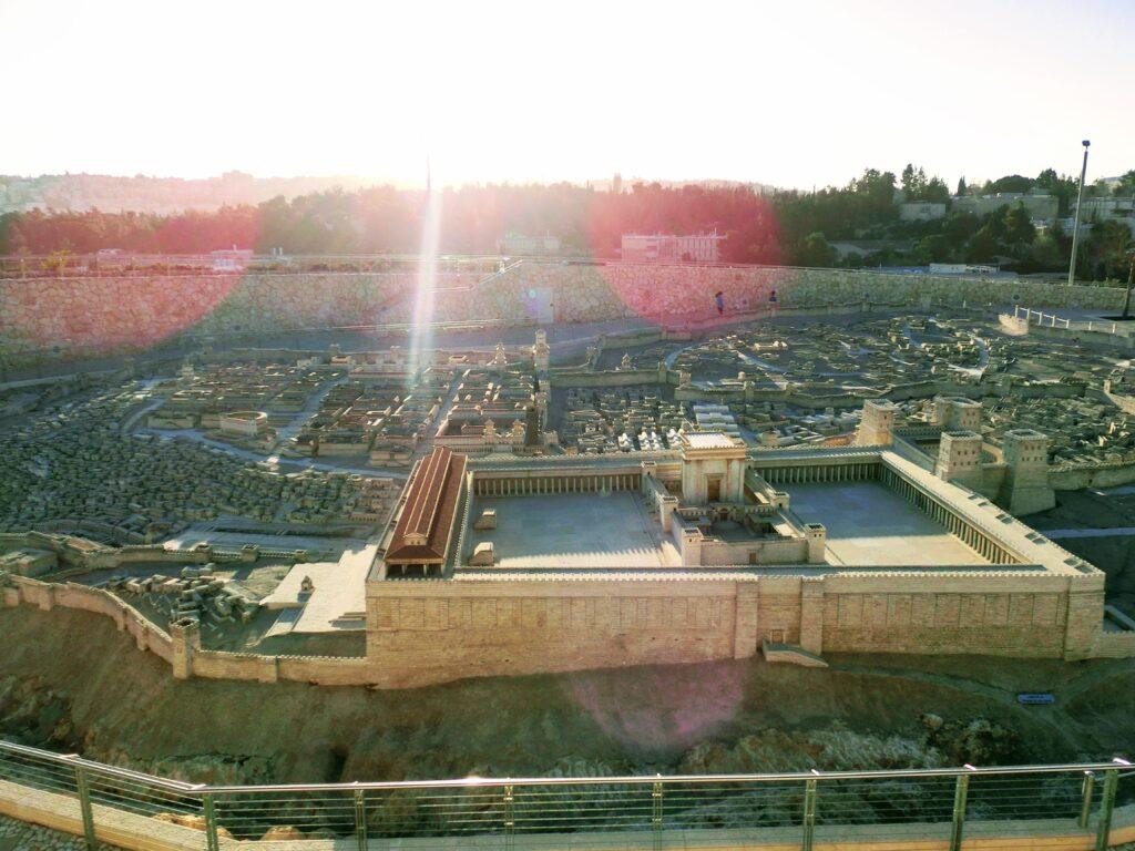 イスラエル博物館に展示されている、第2神殿時代の神殿の丘とエルサレムの模型。