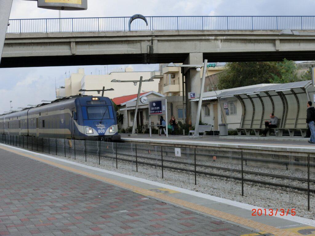 イスラエル国鉄はディーゼル車で運行されている。