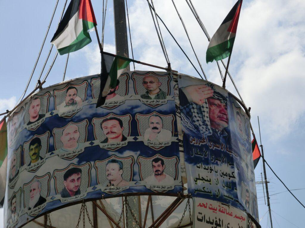 ベツレヘムの街中にはパレスチナ国旗とアラファト議長の写真がちらほらあります。