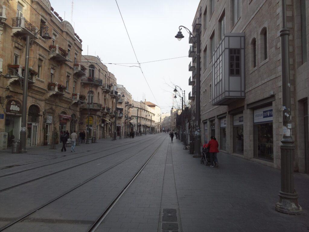 シャバットのエルサレム新市街。人通りがまばらになります。