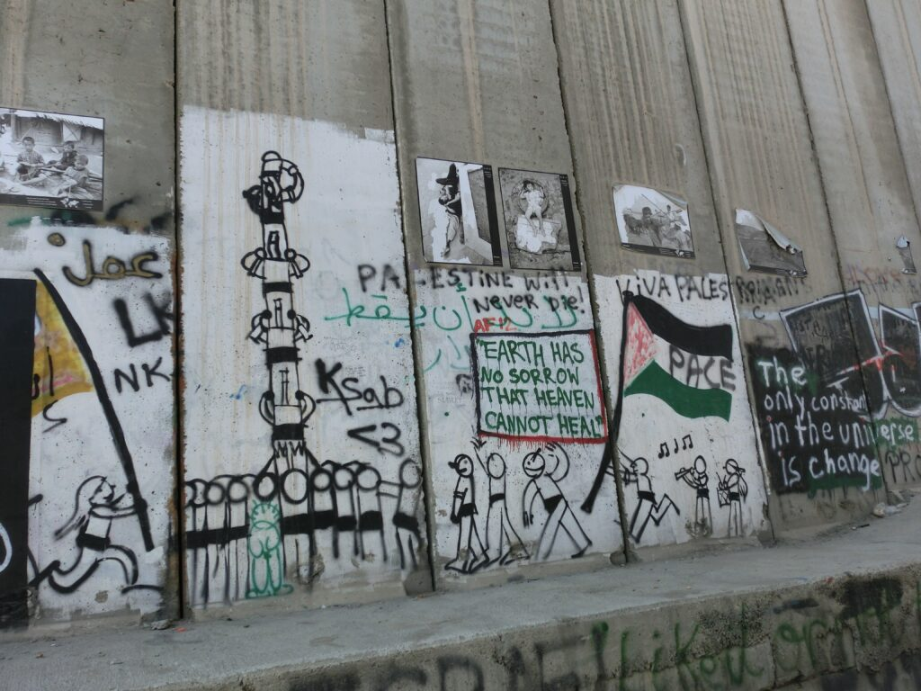 ベツレヘムの分離壁に描かれている絵。