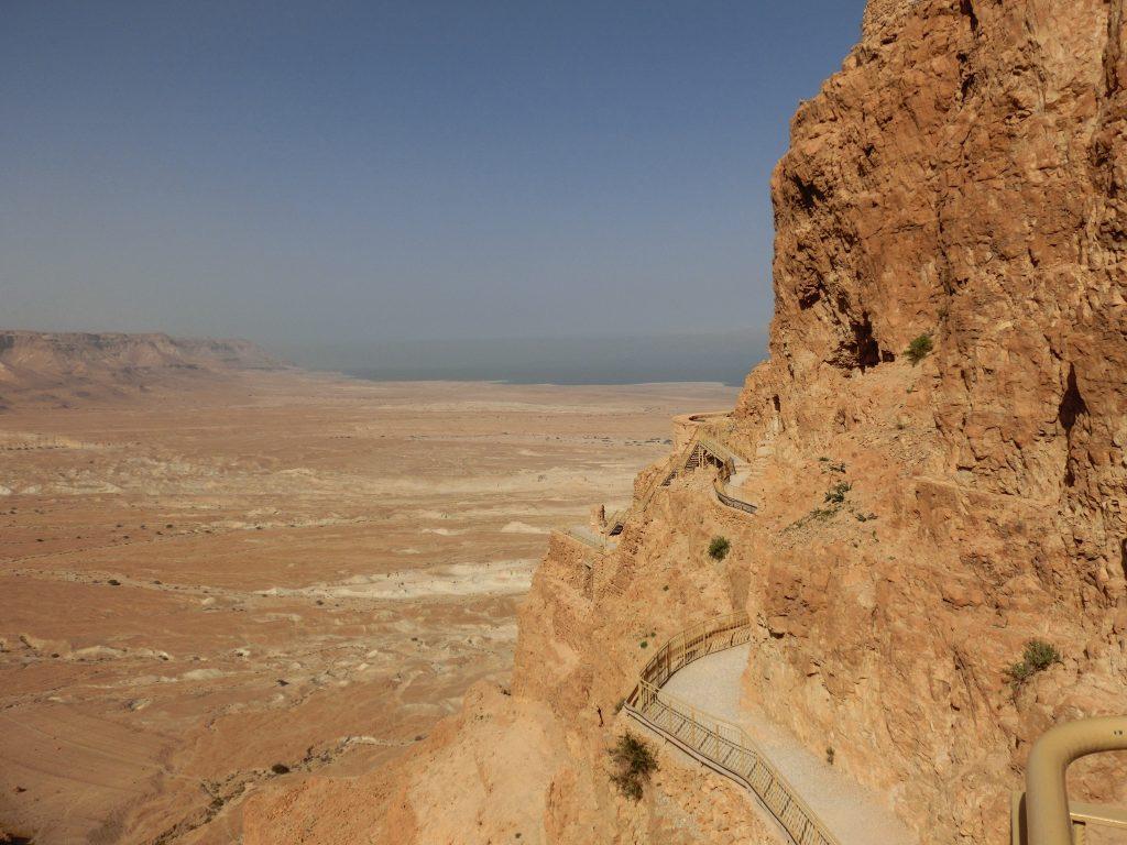ユダヤ民族離散の引き金となったマサダ遺跡から見た死海