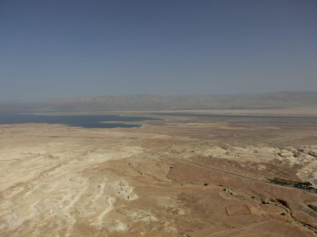 マサダ遺跡から見た死海