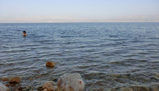 【浮遊体験】死海で体は浮くのか?試してきました!【イスラエル放浪記11】