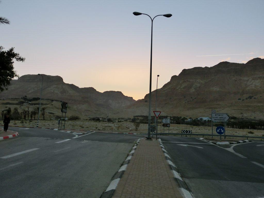 死海のそばをはしる国道90号線
